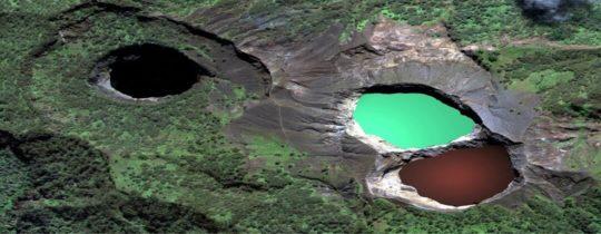 Mount Kelimutu met drie gekleurde kratermeren - Flores, Oost Nusa Tenggara, Indonesië