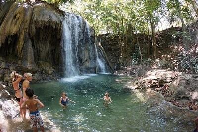 Waterval op Moyo Island